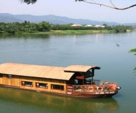 Boat trip on Perfume River - Hue