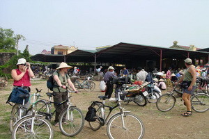 morning-market-vietnam-cycling
