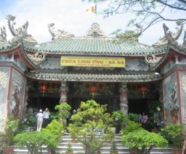 Main hall of the Linh Ung pagoda - Vietnam Travel
